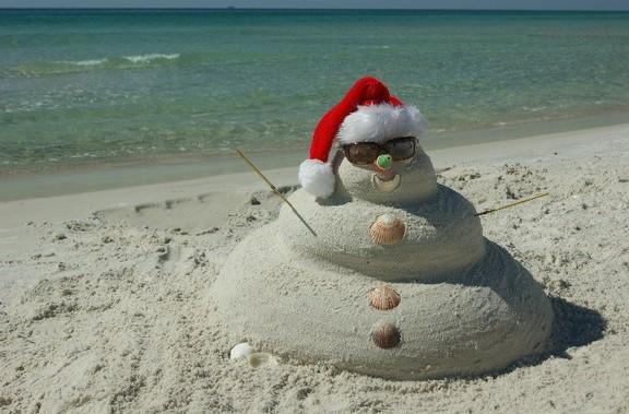 snowman-on-beach_crop